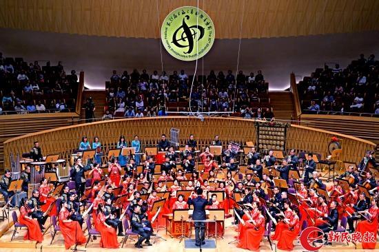 上海市工人文化宫茉莉花民族乐团在演奏民族管弦乐《丝绸之路》-郭新洋.jpg
