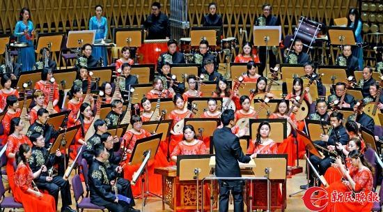 上海市工人文化宫茉莉花民族乐团在演奏民族管弦乐《丝绸之路》2-郭新洋.jpg