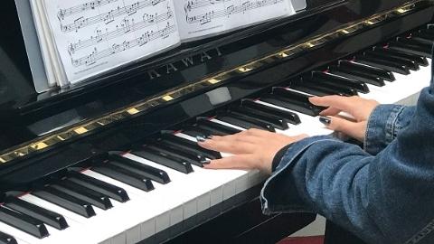 正能量|圣心聆听:用一架钢琴完成不一样的演出