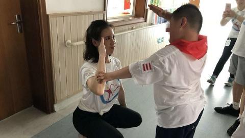 """""""帮助他人 阳光自己"""",上海文艺界与智障和残疾孩子一起参加第五届""""开心运动会"""""""