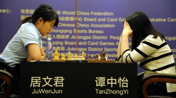 国象世界棋后战第8局弈和 上海居文君率先拿到赛点