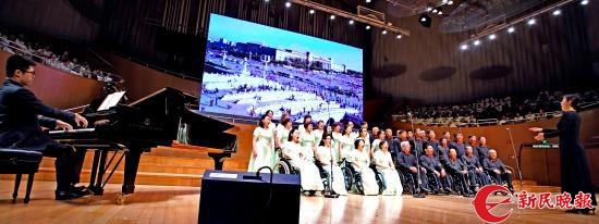 龚天鹏伴奏、杨雯君指挥上海市残疾人合唱团演唱《走进新时代》2-郭新洋.jpg
