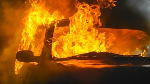 先搅拌车后货车  绕城和沈海接连发生车辆起火事故