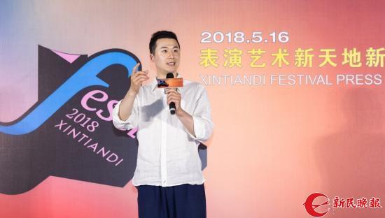 艺术家代表蓝天展示表演-孙中钦.jpg