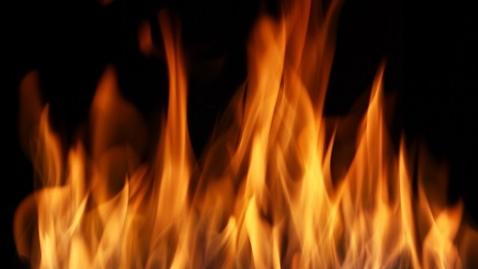 黄浦区一居民楼昨晚起火 火势凶猛幸无人员伤亡