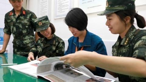 勇士之间的青春:军地青年典型走基层交流活动于武警上海总队举行