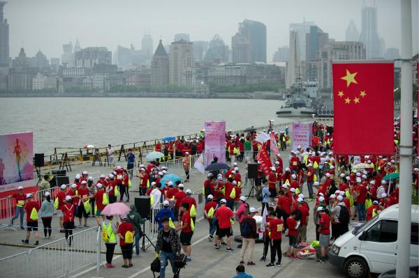 """""""梦想成真公益健步行""""今举行  近3000名爱心人士为贫困家庭伸援手"""