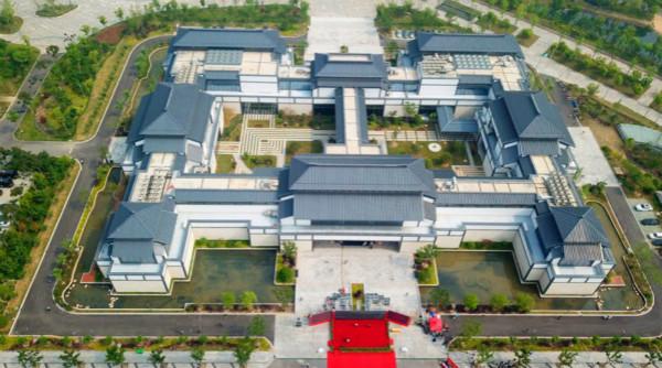 博物馆位于海门江海文化公园中心位置,整个建筑采用海门特色民居