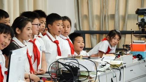 小学生走进大学科创课堂  激发青少年科学兴趣与潜能