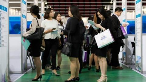 只因就业难 逾一成韩国毕业生想过自杀