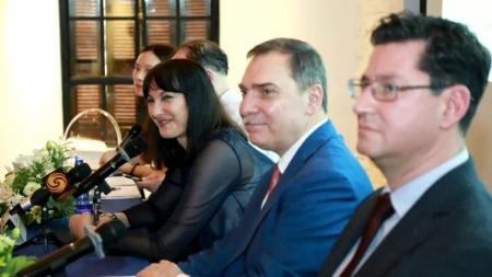 希腊旅游部长访沪 力促开通直航航班