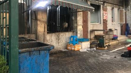小龙虾店竟开在居民楼内 浦兴路街道责令商家整改关门