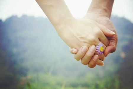 半辈子的夫妻,浪漫手牵手