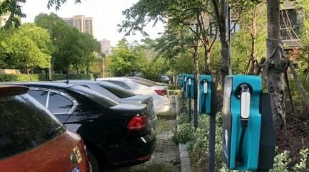 小区有14个充电车位,奈何新能源车依然无处充电,只能束手无策吗?