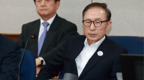 韩国前总统李明博首次出庭受审 否认检方指控
