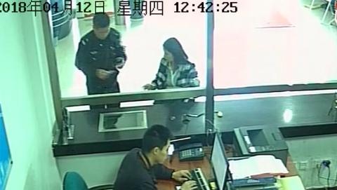 来派出所报警的女子竟是在逃人员!贼喊捉贼被拘留