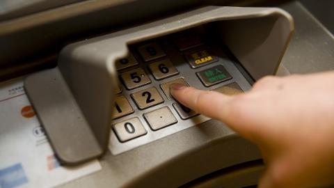 天掉大馅饼你要不要?卡还没插ATM机居然吐出4000元现金