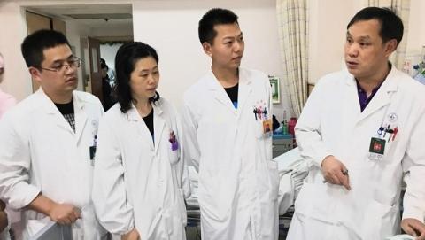 """颅底胆脂瘤4年长成""""八爪鱼""""长征医院采用3D技术成功切除"""
