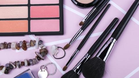 今天是护肤日,网购化妆品教你几招辨优劣