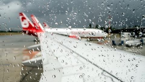 雷雨!雷雨!雷雨!上海两大机场已取消航班250余架次