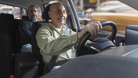 """调查显示:爱飙车的不是英国小年轻,而是这群中老年""""老司机""""!"""