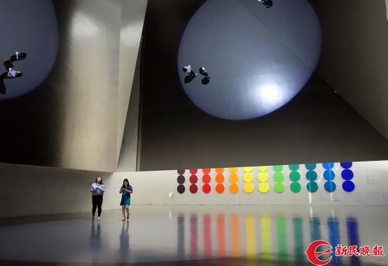 龙美术馆展出的外国名家装置影像作品展-胡晓芒.JPG