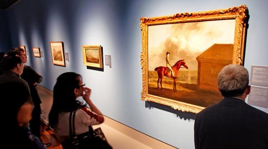 观众在欣赏泰特不列颠美术馆珍藏展-郭新洋.jpg