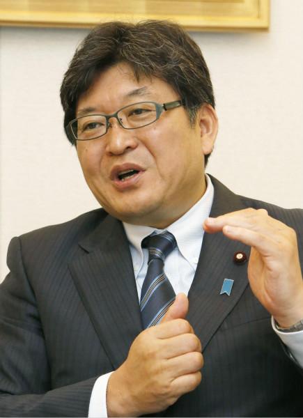 日本内阁高官扬言带娃全该靠妈,在野党批评这一言论