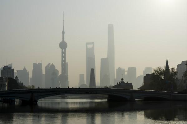 今天中午前上海仍有轻度霾 下午到夜间空气质量将好转为良