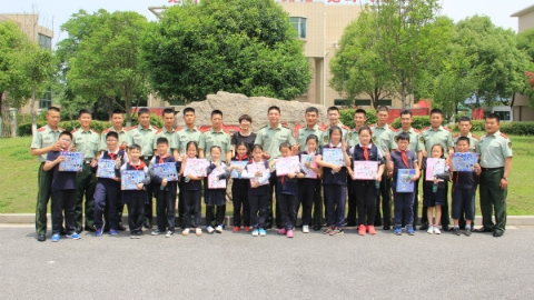 武警官兵4年结对帮扶,让17名单亲、孤儿学生健康成长
