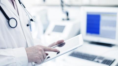 """手持式皮肤镜+手机APP   社区医生""""连线""""华山皮肤专家可助诊患者"""