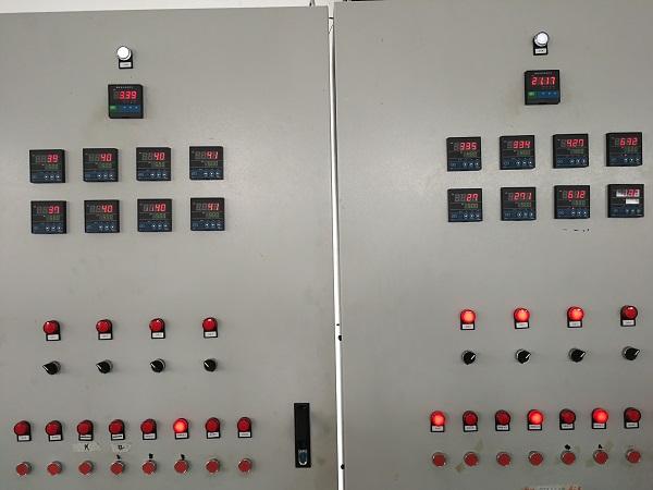 状态参数(左:启动前,右:运行).jpg