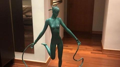 从袁立与王中军的雕塑争论说起,理性看待艺术品的价格论战