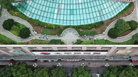"""嘉里不夜城有个""""屋顶菜园子"""":打造环保楼宇 建设绿色""""嘉""""园"""