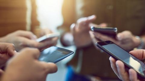 """""""手机党""""每天看屏幕108次…看完这篇文章,快放下你的手机!"""