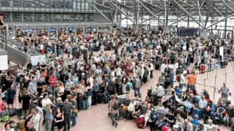德国最老机场107年来首次停电瘫痪,航班取消数千乘客滞留