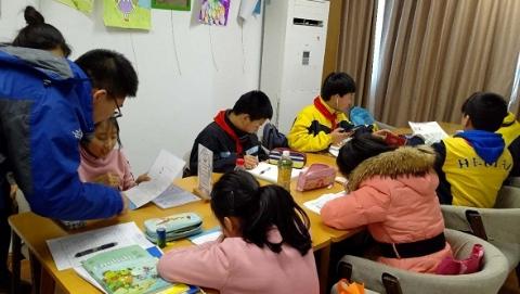社区新发现|孩子放学不用愁 结伴到社区服务中心做功课