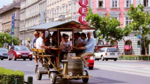 布达佩斯禁止啤酒自行车通行