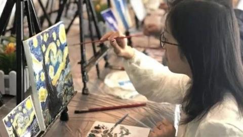 社区新发现丨4节油画课仅需60元 江浦党建服务站成白领新去处