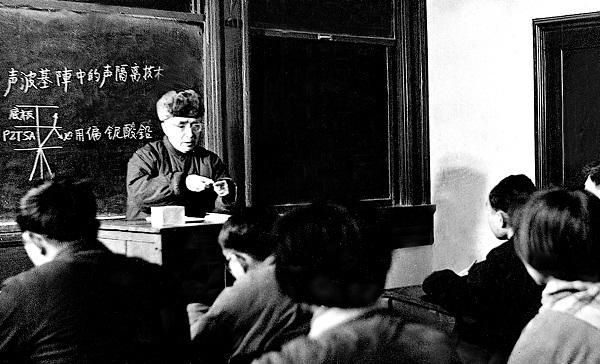 时任交大校长朱物华在讲课.jpg
