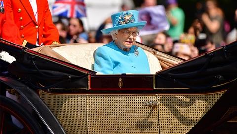 英国伦敦庆祝英女王92岁 举行盛大生日庆典