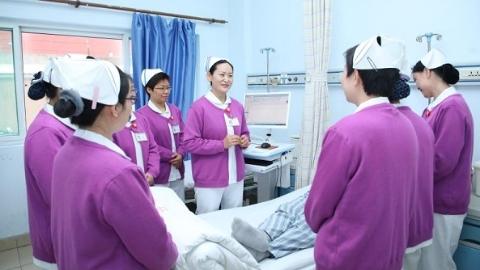"""护士是具有超能力的非凡职业!大华医院护理部主任杨雅的四个""""多一点"""""""
