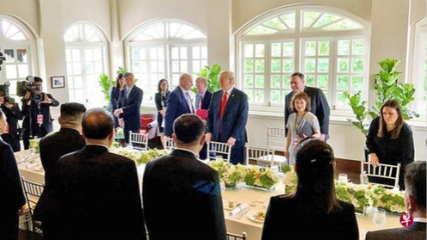 共进午餐、并肩散步后,美朝领导人又签下一份历史性的共同声明