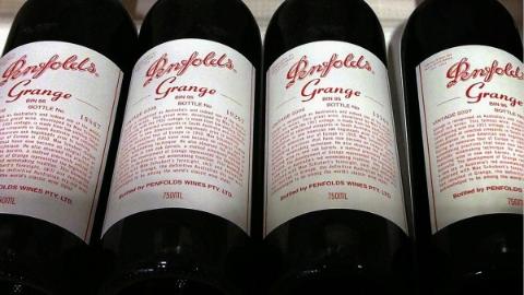亲朋组团卖假红酒 结果一起被起诉