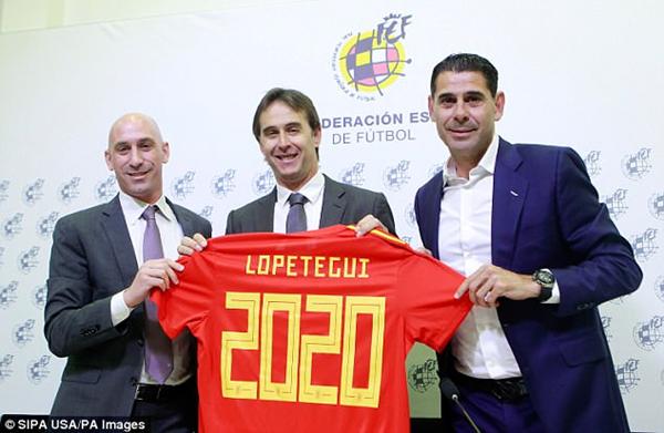 佩特洛吉(中)上月曾与西班牙足协续约到2020年,右一为临时接替他的耶罗.png