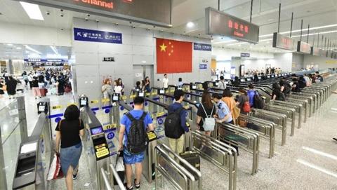 """上海口岸已拥有156条自助通关通道 可实现""""10秒自助通关"""""""