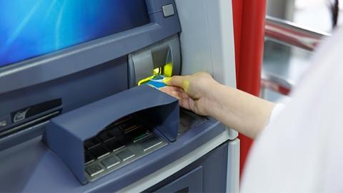 """在中国盗取ATM银行卡信息""""没关系""""?俩老外被忽悠来""""淘金"""""""