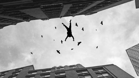 嘉定一小区一男童高楼坠落 不幸身亡