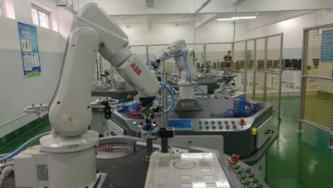 东海学院建首个多模块智能化机器人实训系统