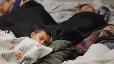 """特朗普叫停""""骨肉分离""""移民政策 非法移民同子女一起拘押"""